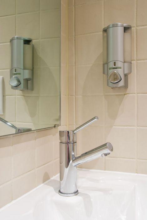 Shower Pets Shower Gel Dispenser Soap Shampoo Wizard Lizard