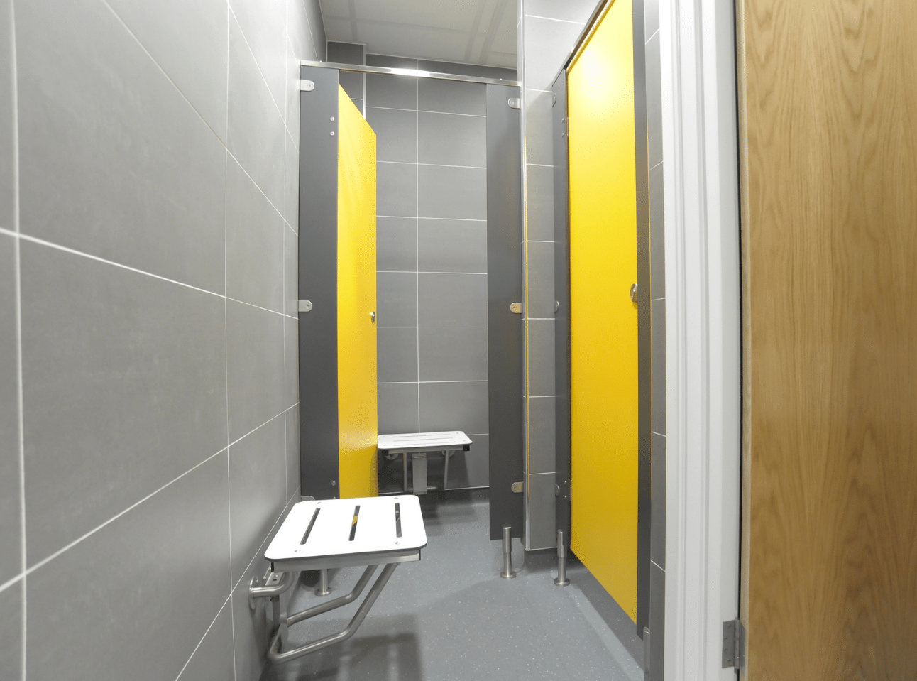Shower Room | National Physics Laboratory Case Study | Commercial Washrooms